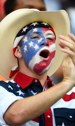 O cowboy tenta incentivar sua equipe durante o duelo contra Portugal na Arena Amazônia