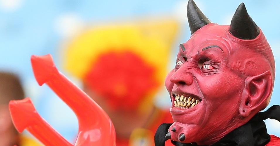 O torcedor da Bélgica caprichou na máscara para torcer pelos diabos vermelhos