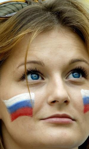 Os olhos da torcedora russa parecem ter sido feitos com o azul da bandeira de seu país
