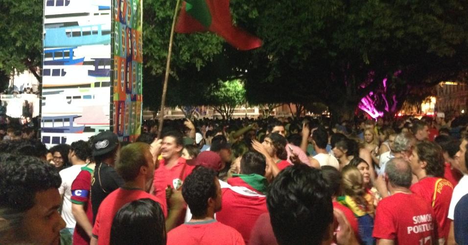 Portugueses também invadem praça de Manaus durante a Copa do Mundo