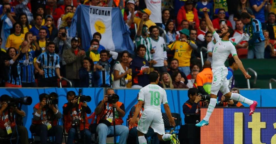 22.jun.2014 - Rafik Halliche, da Argélia, soca o ar para comemorar o segundo gol de sua seleção contra a Coreia do Sul, no Beira-Rio