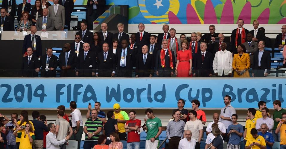 Rei Philippe, da Bélgica, marca presença no Maracanã ao lado de Joseph Blatter, presidente da Fifa