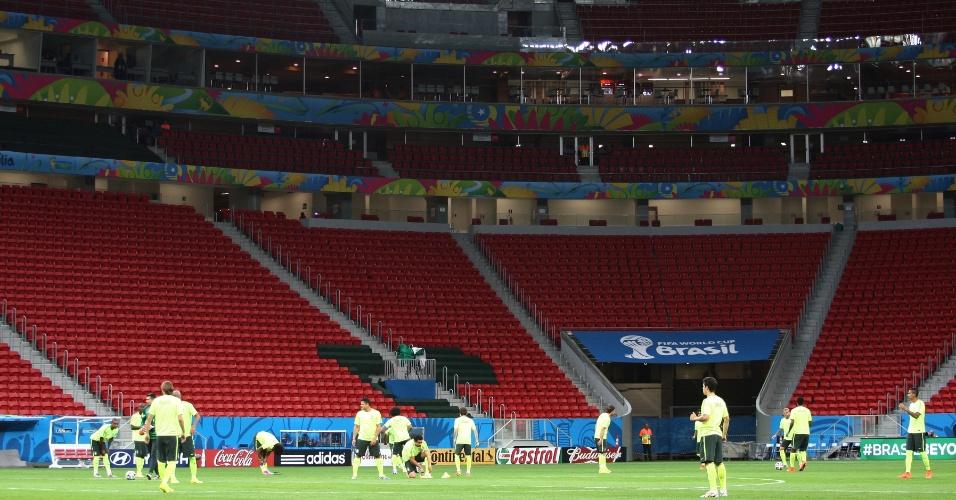 Seleção brasileira treina no estádio Mané Garrincha, em Brasília
