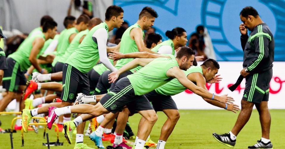 Seleção mexicana treina na Arena Pernambuco, palco da partida desta segunda-feira, contra a Croácia. O jogo será às 17h