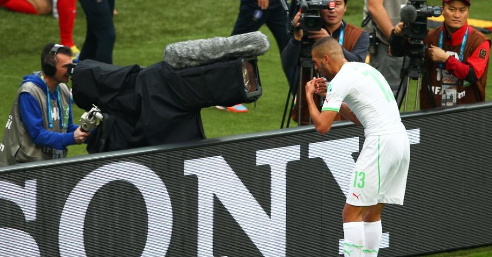 22.jun.2014 - Slimani faz graça com a câmera depois de abrir o placar para a Argélia na vitória por 4 a 2 contra a Coreia do Sul, no Beira-Rio