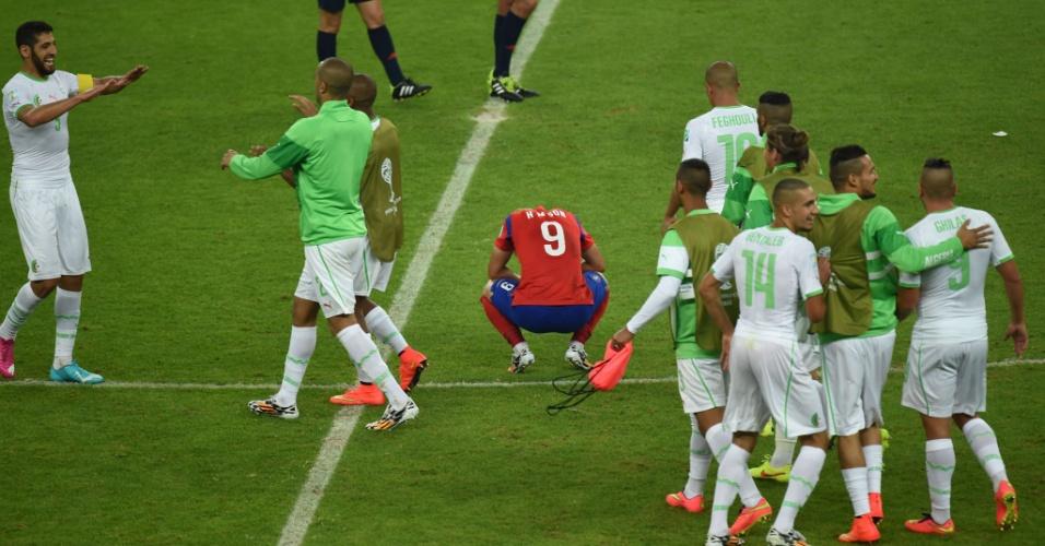 22.jun.2014 - Son Heung-Min, da Coreia do Sul, fica caído no meio do gramado após sua seleção ser derrotada para a Argélia por 4 a 2
