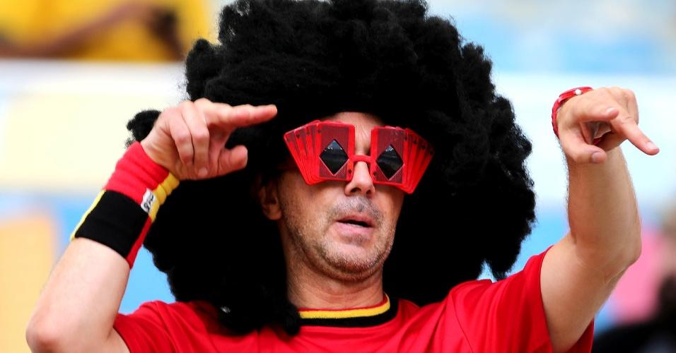 Torcedor belga utiliza peruca inspirada no cabelo de Fellaini