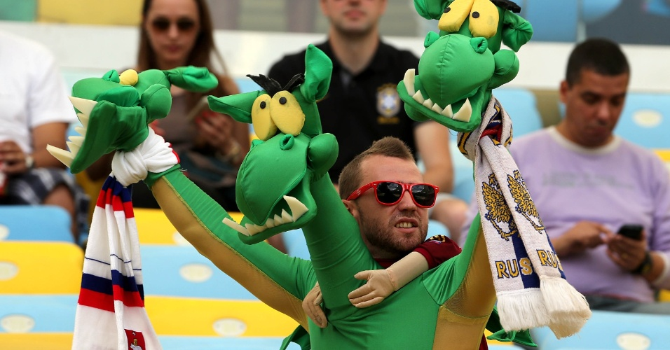 Torcedor da Rússia usa a criatividade na hora de escolher a fantasia para o jogo contra a Bélgica