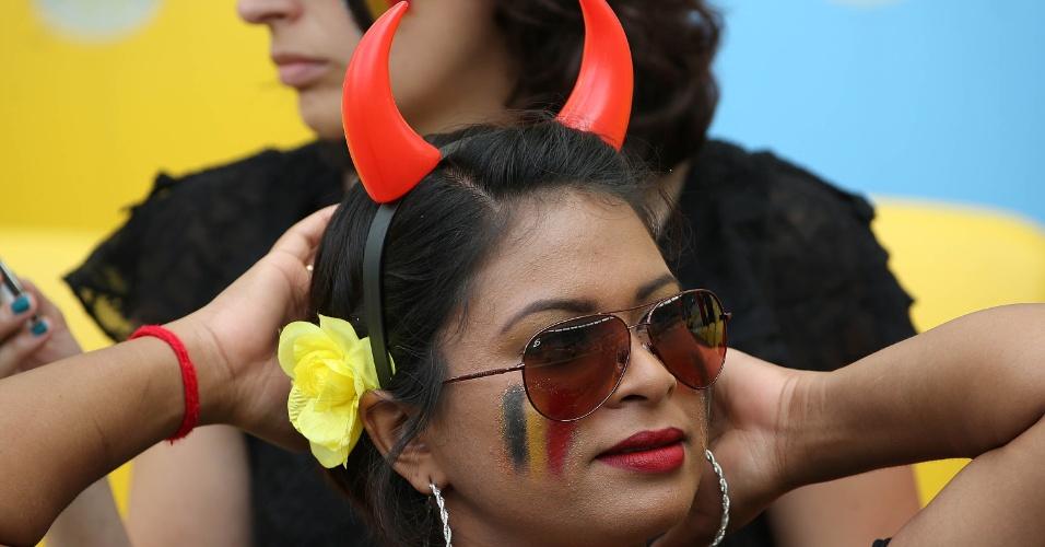 """Torcedora belga utiliza os chifres dos """"Diabos Vermelhos"""" no Maracanã"""