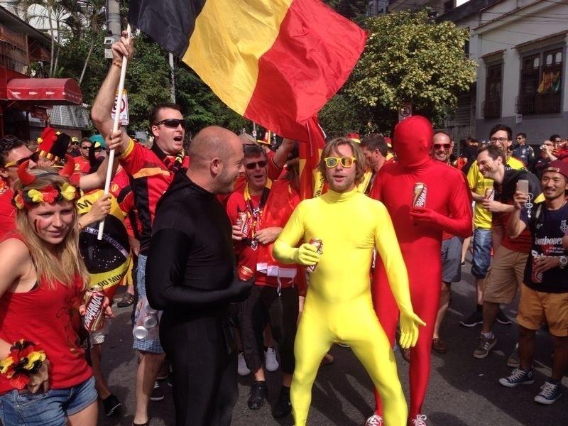 Torcedores belgas fazem a festa antes do jogo contra a Rússia