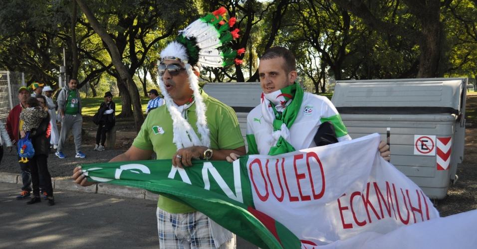 22.jun.2014 - Torcedores da Argélia mostram animação antes de jogo contra a Coreia do Sul, no Beira-Rio