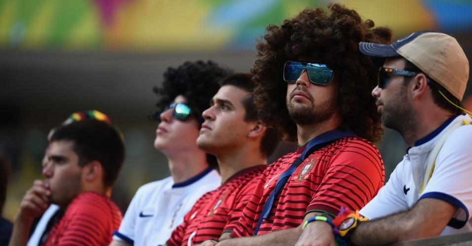 Torcedores de Portugal aguardam início da partida contra os Estados Unidos na Arena Amazônia