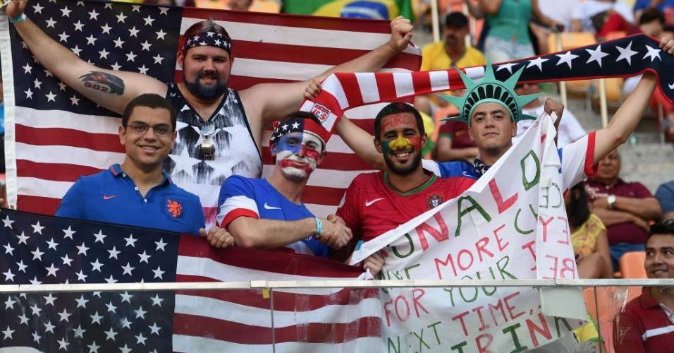 Torcedores de Portugal e Estados Unidos fazem festa antes do início do jogo na Arena Amazônia