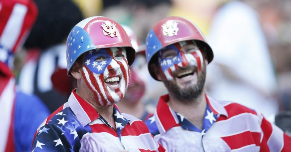 Torcedores vestem até capacetes para torcedor para a seleção dos Estados Unidos