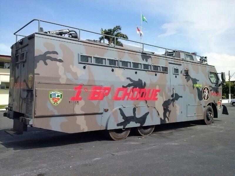 Veículo blindado tem capacidade para carregar 30 policiais
