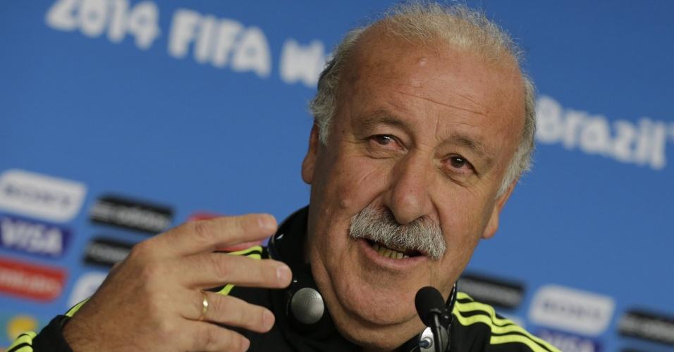 Vicente Del Bosque, técnico da já eliminada seleção espanhola, concede entrevista coletiva na Arena da Baixada