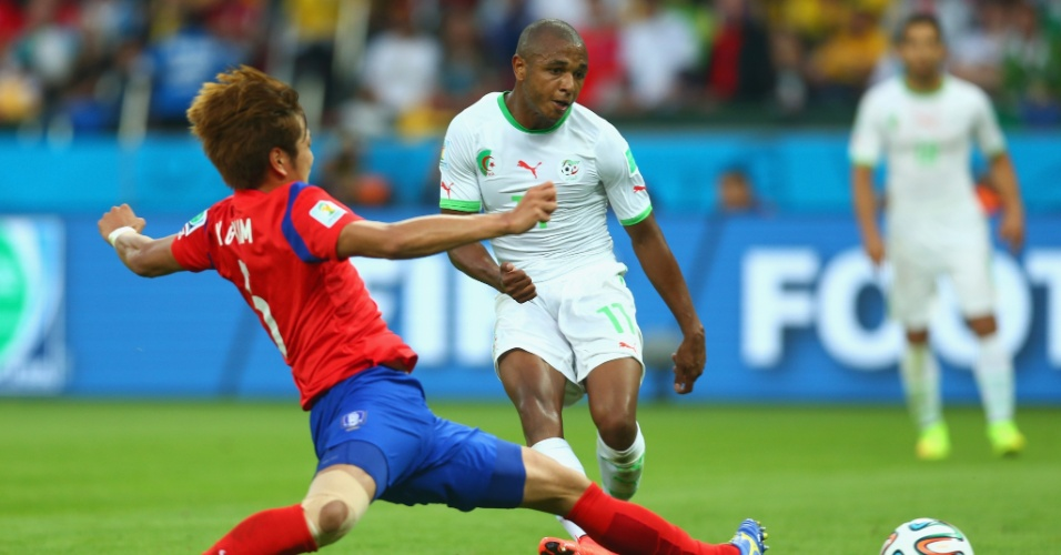 22.jun.2014 - Yacine Brahimi, da Argélia, finaliza para marcar o quarto gol da seleção contra a Coreia do Sul, no Beira-Rio