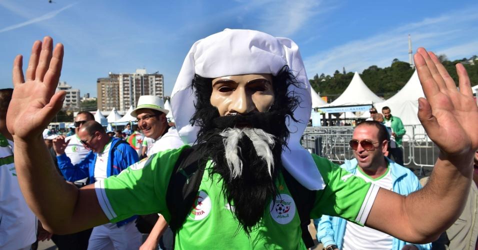 22.jun.2014 - Ué, o Bin Laden não havia morrido? Ele reapareceu para assistir ao jogo entre Argélia e Coreia do Sul no Beira-Rio