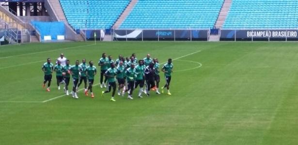 Esquecidos, nigerianos treinam na Arena do Grêmio e terão pouco apoio na partida desta quarta-feira