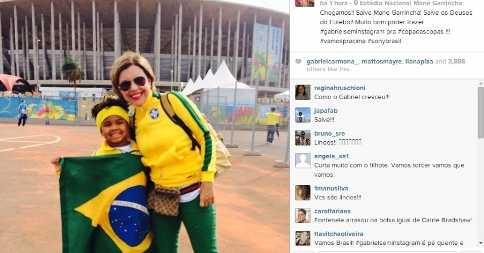 23.06.2014 - Apresentadora Astrid Fontenelle com o filho na entrada do Mané Garrincha
