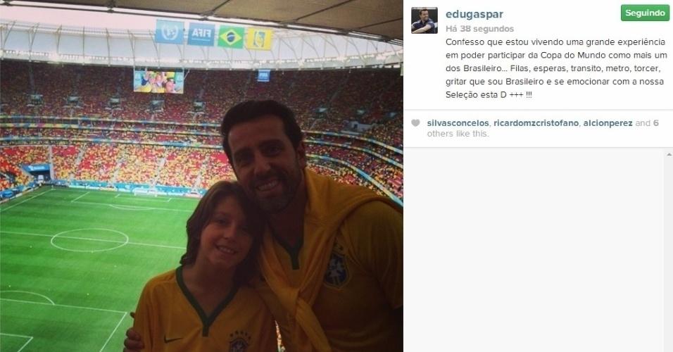 23.06.2014 - Ex-jogador e atual cartola do Corinthians, Edu acompanha jogo entre Brasil x Camarões