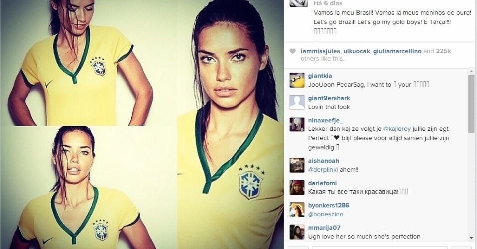 23.jun.2014 - A modelo Adriana Lima também mostrou seu apoio aos jogadores da seleção no último jogo da fase de grupos da Copa