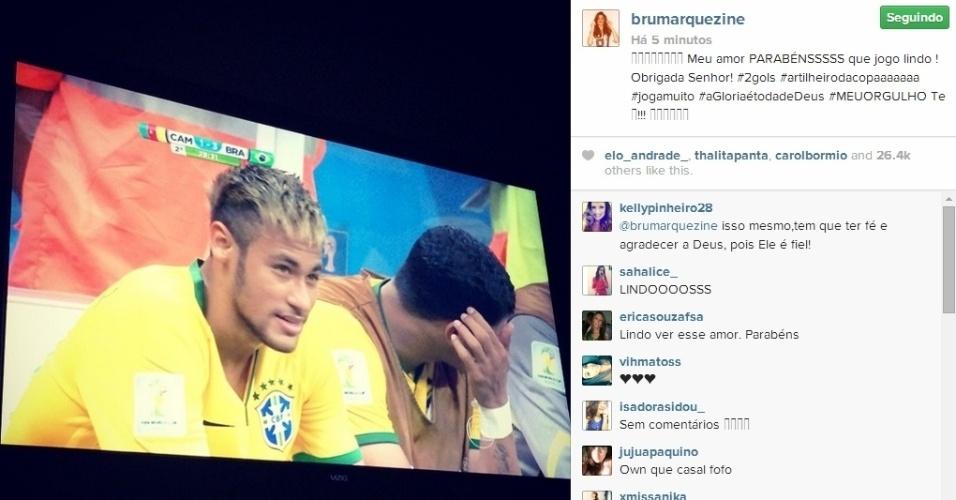 23.jun.2014 - Bruna Marquezine comemmora artilharia de Neymar na Copa do Mundo. Ele marcou dois gols contra Camarões e chegou a 4 no Mundial.