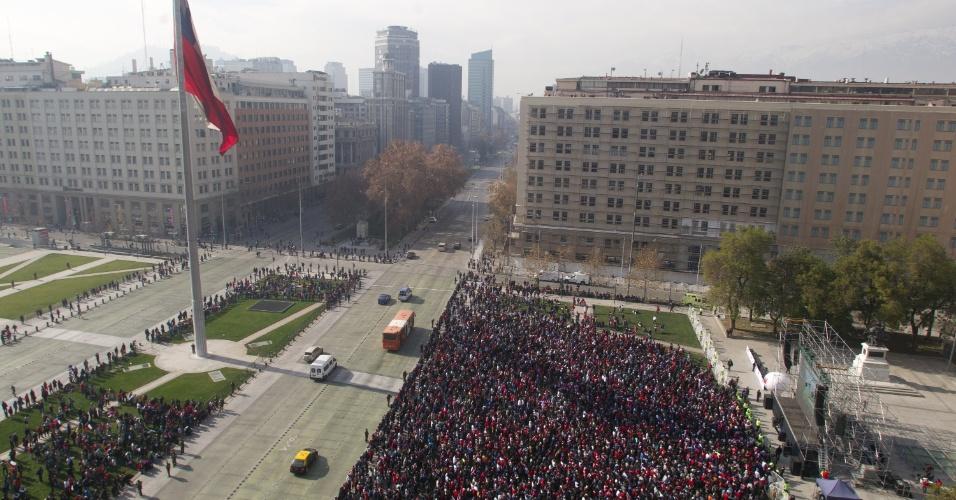 23.jun.2014 - Chilenos se concentram na Praça do Cidadão, na capital Santiago, para verem duelo entre Holanda e Chile pela Copa do Mundo