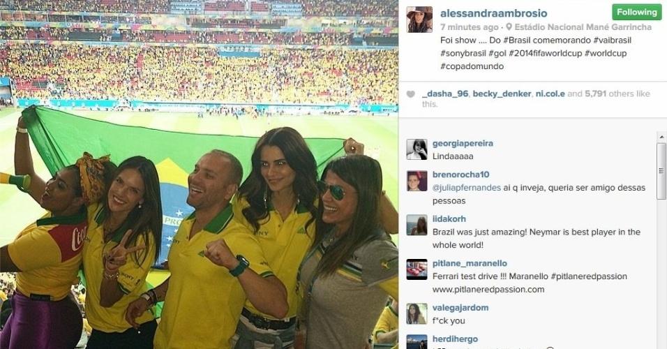 23.jun.2014 - Modelo Alessandra Ambrósio compareceu ao Mané Garrincha para assistir Brasil x Camarões