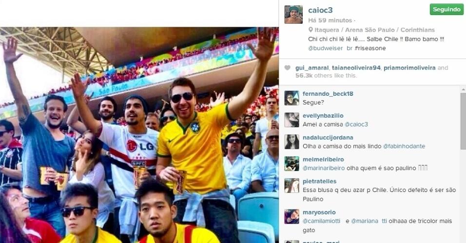 23.jun.2014 - O ator Caio Castro foi ao Itaquerão, em São Paulo, para torcer para o Chile contra a Holanda