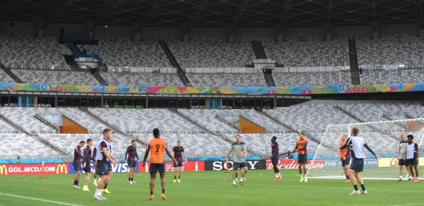 Inglaterra treinou no Mineirão, um dia antes do jogo contra a Costa Rica, nesta terça-feira