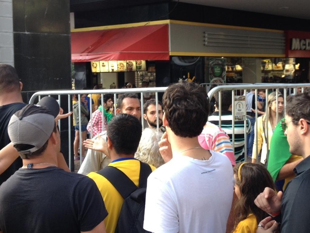 Cerco ao Savassi, ponto de encontro para assistir aos jogos da Copa em Belo Horizonte