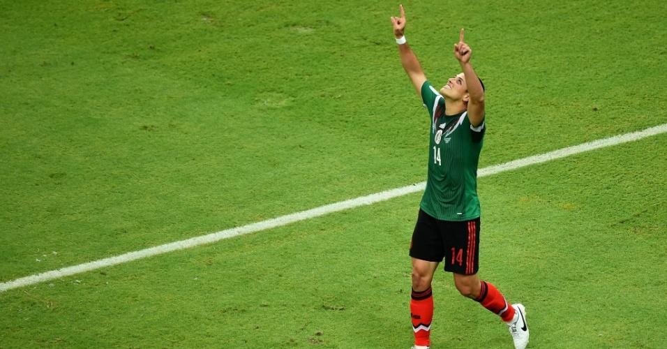 Chicharito comemora após marcar o terceiro gol do México na Arena Pernambuco