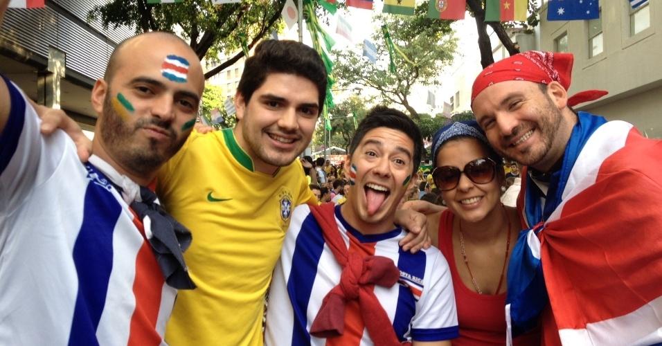 Costarriquenhos comparecem à festa na Savassi durante a Copa
