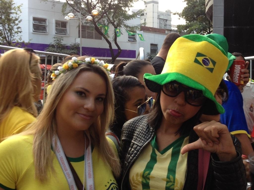 Darlene e amiga ficam de fora no cerco no Savassi, em Belo Horizonte