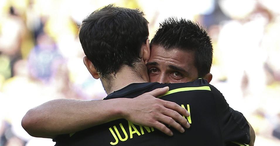 David Villa deixa o campo emocionado após marcar o primeiro gol da Espanha contra a Austrália na Arena da Baixada