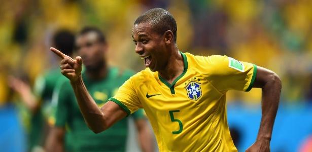 Fernandinho marcou o último gol brasileiro na vitória por 4 a 1 sobre Camarões