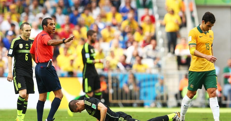 Fernando Torres, da Espanha, fica caído no gramado durante a vitória contra a Austrália por 3 a 0 na Arena da Baixada