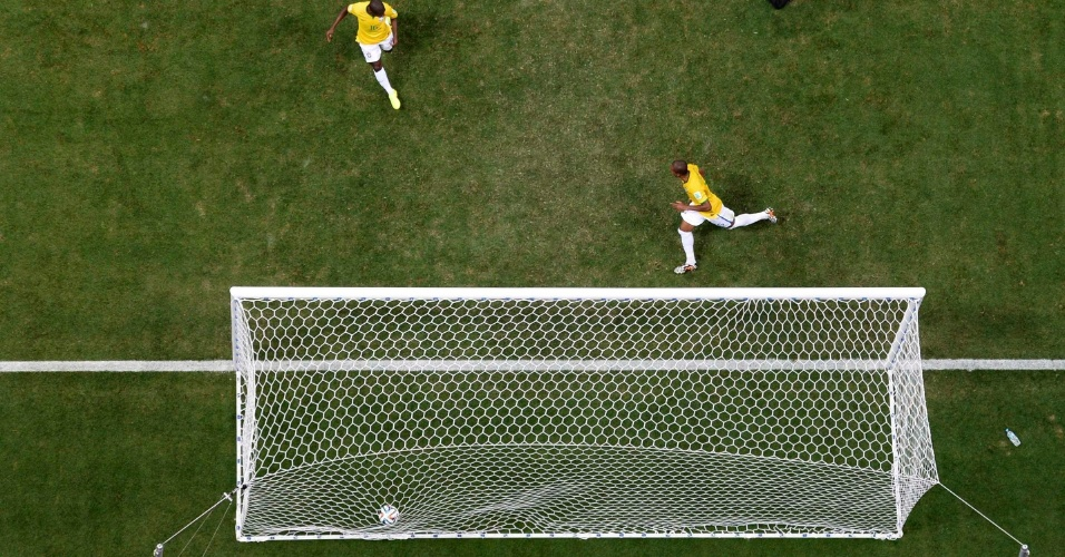 23.jun.2014 - Gol de Fernadinho, o último do Brasil na vitória por 4 a 1, é visto do alto no estádio Mané Garrincha