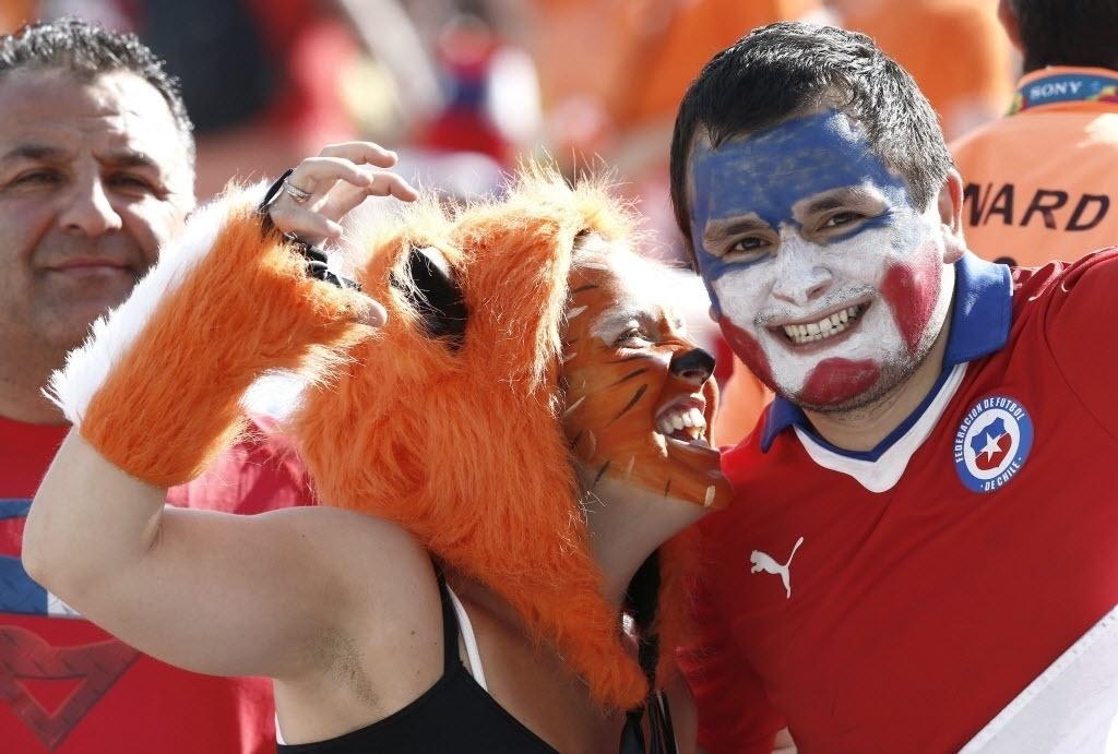 Holandeses e chilenos brincam e trocam provocações antes de partida no Itaquerão