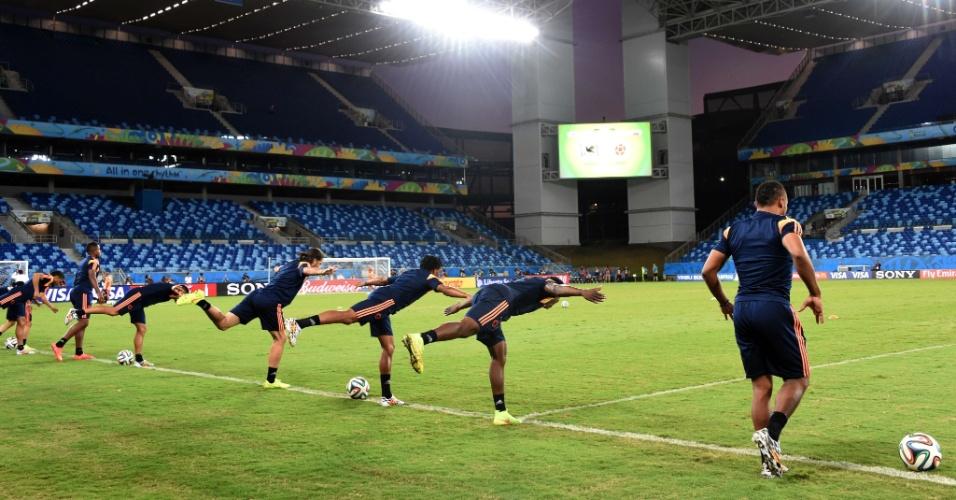 Jogadores da Colômbia treinam na Arena Pantanal, palco do jogo desta terça-feira contra o Japão