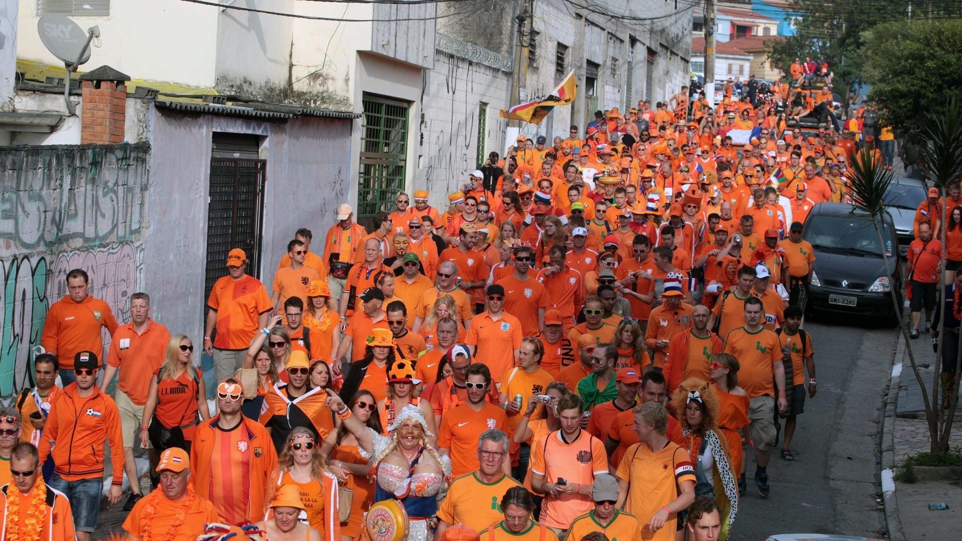 'Mar laranja'. Holandeses a caminho do Itaquerão para a partida contra o Chile
