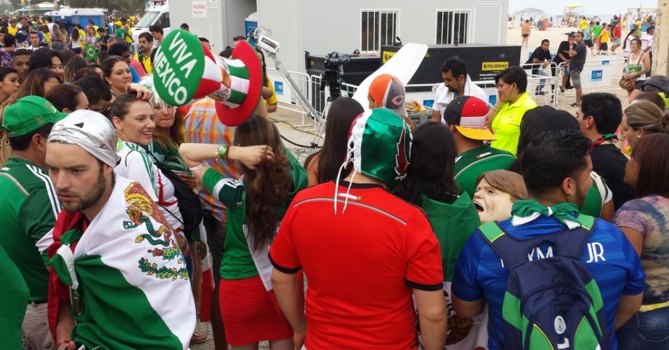 Mexicanos também foram à Fan Fest para ver a partida contra a Croácia em uma tela menor