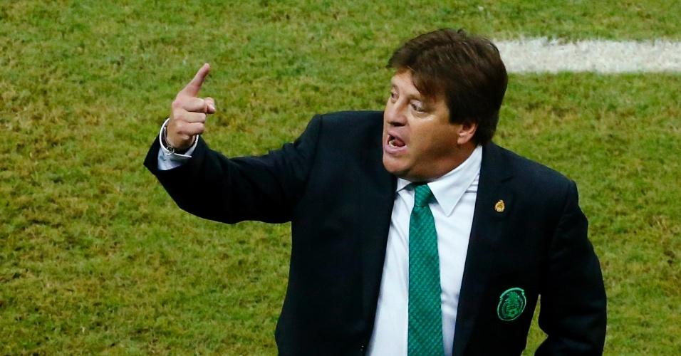 Miguel Herrera, técnico do México, durante jogo contra a Croácia