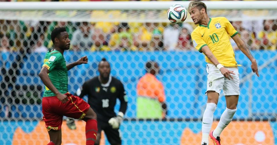 23.jun.2014 - Neymar cabeceia a bola na vitória do Brasil sobre Camarões por 4 a 1 no estádio Mané Garrincha