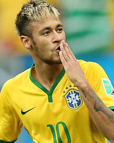 23.jun.2014 - Neymar comemora no Mané Garrincha após abrir o placar para o Brasil contra Camarões