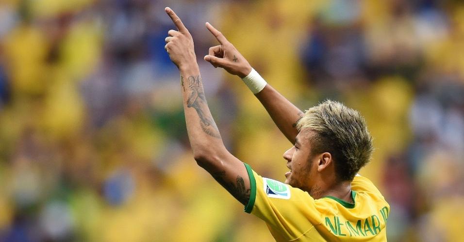 23.jun.2014 - Neymar comemora seu segundo gol na partida do Brasil contra Camarões, no estádio Mané Garrincha