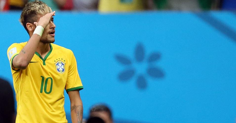 23.jun.2014 - Neymar faz gesto para a torcida depois de aproveitar cruzamento e colocar o Brasil na frente do placar