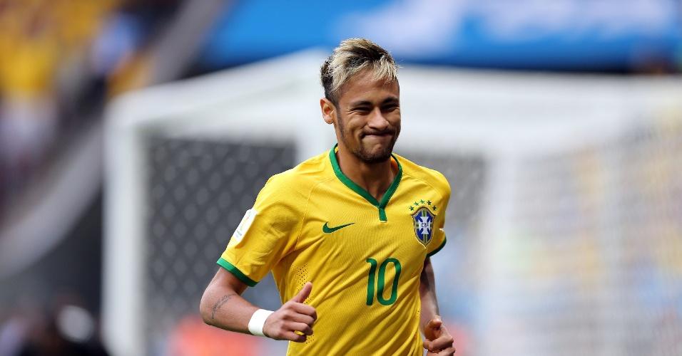 23.jun.2014 - Neymar lamenta oportunidade desperdiçada contra Camarões, em Brasília