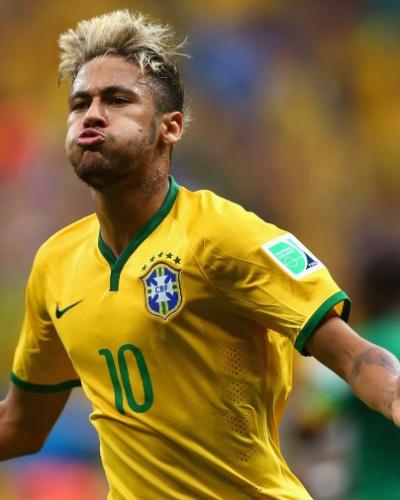 23.jun.2014 - Neymar marca novamente e faz o segundo do Brasil contra Camarões no estádio Mané Garrincha